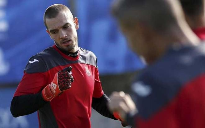 Pau López durante un entrenamiento del Espanyol