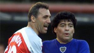 Maradona y Stoichkov durante un partido amistoso