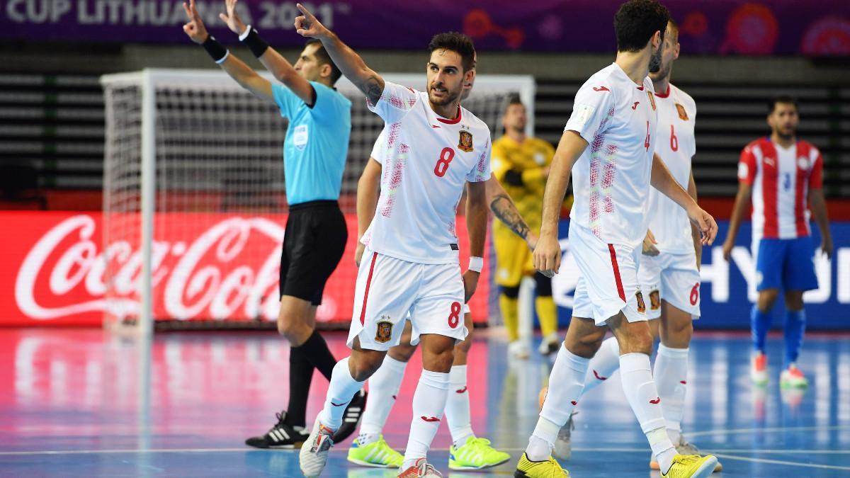 Adolfo celebra la victoria ante Paraguay