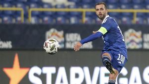 Miralem Pjanic no pudo evitar la derrota de Bosnia ante Italia