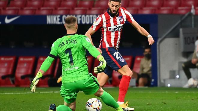 Carrasco aprovechó el error de Piqué y la excursión de Ter Stegen!. Así narró la radio el gol del Atlético