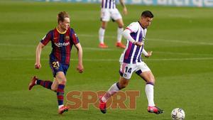 Frenkie de Jong en el partido de LaLiga entre el FC Barcelona y el Valladolid disputado en el Camp Nou.