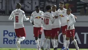 Los jugadores del Bragantino celebran un gol.