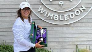 Mintegi, junto al trofeo de campeona