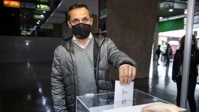 Sergi Barjuan, jugador del primer equipo entre 1993 y 2002, ejerció su derecho a voto
