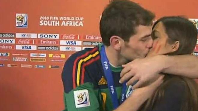 El beso que ya suena ha pasado entre Casillas y Sara Carbonero