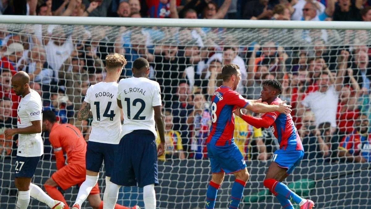 La primera derrota del Tottenham de la temporada llegó en forma de goleada por parte del Crystal Palace