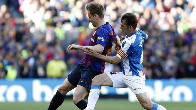 Rakitic, en el derbi ante el Espanyol