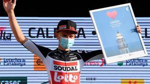 Kron posando con el premio de vencedor de la etapa