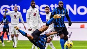Alexis y Lukaku, titulares en ataque frente al Torino