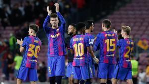 Los jugadores del Barça, tras la victoria ante el Dinamo