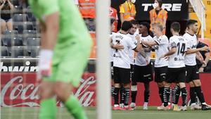 Guedes y Carlos Soler descienden al Eibar