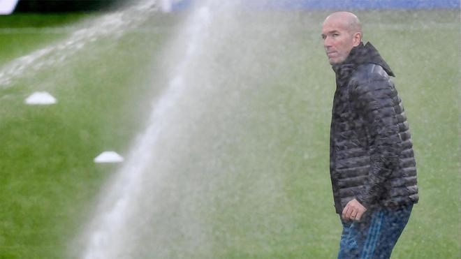 Zinedine Zidane tiene la mosca en la oreja por las filtraciones que se producen en el vestuarioa del Real Madrid