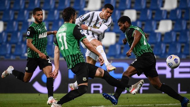 Cristiano Ronaldo marcó ante el Sassuolo su gol 100 con la Juventus