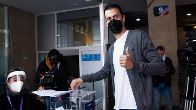 Sergio Busquets, del primer equipo, en el Camp Nou esta mañana