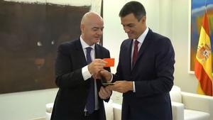 Perdro Sánchez recibió una tarjeta roja de parte de Infantino