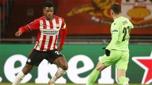 Denzel Dumfries marcó de penalti ante el Omonia