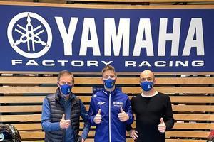 Quartararo, con Jarvis y Meregalli en la sede de Yamaha