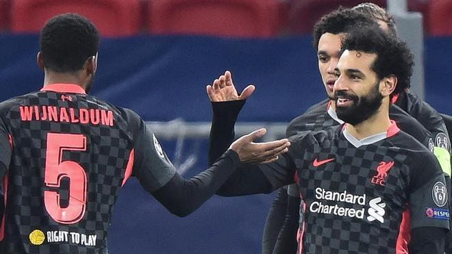 Salah celebra con sus compañeros el 0-1 red