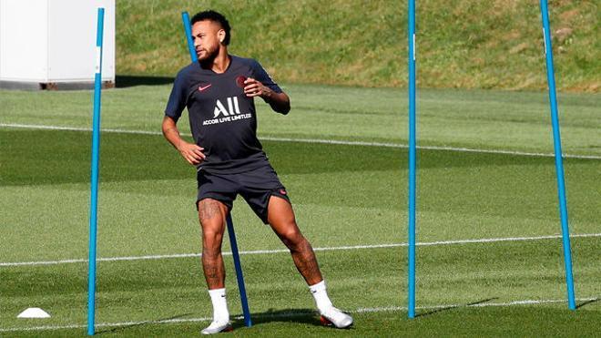 Neymar sigue entrenando con el PSG a la espera de que se resuelva su futuro