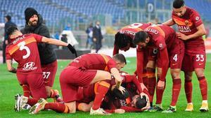 Los jugadores de la Roma celebran un gol en una imagen de archivo